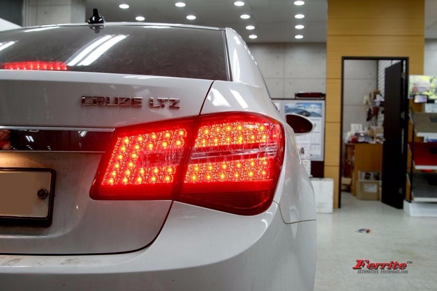라세티프리미어 튜닝 벤츠형 LED 테일램프 시공